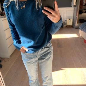 Smuk og blød Cashmere sweater fra Magasin i str Small Et lille foran som nemt kan syes!