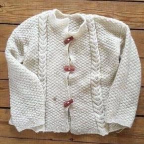 Hjemmestrikket sweater uld 134 Plet ikke forsøgt fjernet  -fast pris -køb 4 annoncer og den billigste er gratis - kan afhentes på Mimersgade 111 - sender gerne hvis du betaler Porto - mødes ikke andre steder - bytter ikke