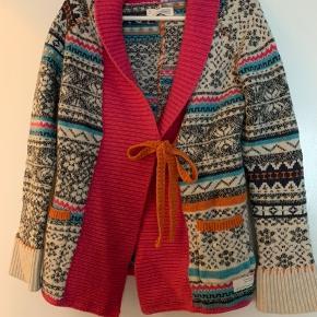 Smuk og varm cardigan, kun brugt få gange. Sælger, da jeg har alt for mange trøjer. Det er str. 1, men jeg bruger normalt str. 38/M. Køber betaler porto