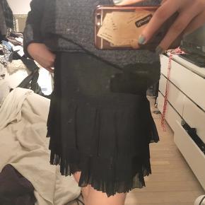 Super flot og god stand. Lidt anderledes end den originale Neo Noir nederdel. Mp 200 ekskl. Fragt