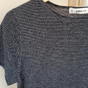 Lækker blød tyndstrikket t-shirt fra Zara knit i str. M.