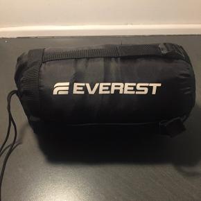 Sovepose, lightweight, str 230x80x50 cm. Perfekt til hvis man skal rejse let, såsom backpacking. Kun brugt en gang, ingen brugsskader. Skal afhentes inden d 19.12