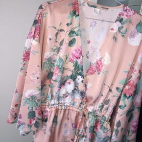Sød kimono fra h&m - rigtig fin med en glimmertrøje under 😊✨