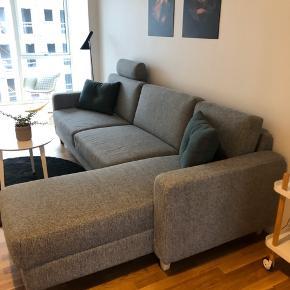 Sælges grundet køb af anden sofa!  Sofa sælges! Købt for 2 år siden ved møblér (ucreate) står som ny   I fint grå stof - nyrenset - med chaiselong i højre side og nakkepude - ben i hvidpigmenteret eg   Kom med et bud  Mål  266L 88B 85H Chaiselong - 160x62