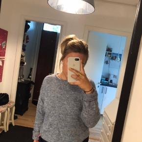 Uldsweater fra pieces, størrelse small. blå/grå i farven. Byd og spørg endelig ved interesse :-)