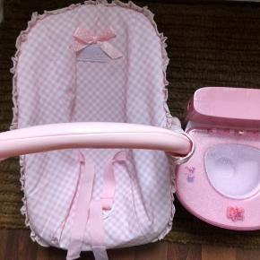 Autostol har stadig mærke på toilettet mangler en lille dims men virker perfekt passer til babyborn