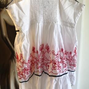 Varetype: Bluse Farve: Hvid Prisen angivet er inklusiv forsendelse.  Rigtig sød bluse fra Tommy Hilfiger i STR XL. Æg 2*40 cm