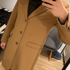 Caramel cashmere coat from Sand Copenhagen only used a few times. I think the size is 50 but can check if necessary. Original suit bag included.