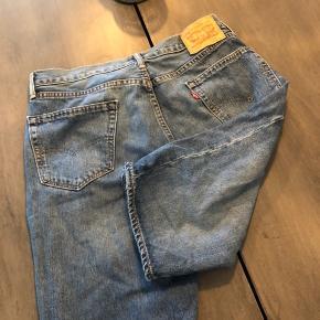 Levi's shorts - W 33   Få tegn på slitage, men ellers fin stand 😊