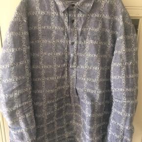 Brugt 2 gange  Nypris: 4800,-  Super fed denim skjorte fra J. W Anderson.