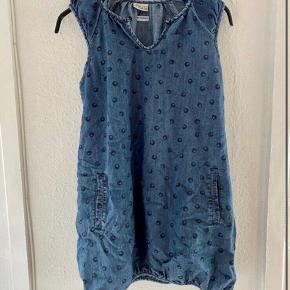 POMPdeLUX kjole 134/140  - fast pris -køb 4 annoncer og den billigste er gratis - kan afhentes på Mimersgade 111 - sender gerne hvis du betaler Porto - mødes ikke andre steder - bytter ikke