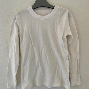808 uld bluse 122-128  -fast pris -køb 4 annoncer og den billigste er gratis - kan afhentes på Mimersgade 111 - sender gerne hvis du betaler Porto - mødes ikke ude i byen - bytter ikke