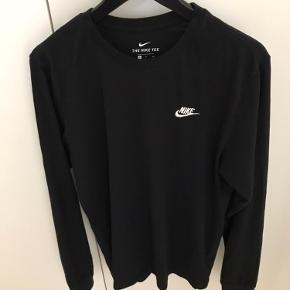 Langærmet Nike tee Fitter small