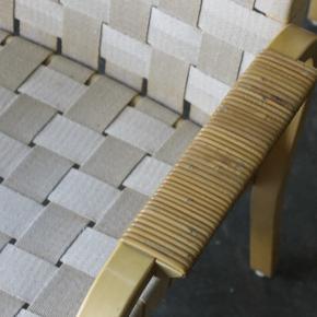 6 stk armstole/spisebordsstole i gjorde og sjeneflet af den finske arkitekt Alvar Aalto for Artek. Model 45. Står i pæn patineret stand, ingen skader. Et par af stolene med nogle pletter på gjorde.  Samlet 9000,-  Kan leveres i hele landet Skandinavisk design. Birk. Ask. Eg. Kanvas. Retro. Vintage.