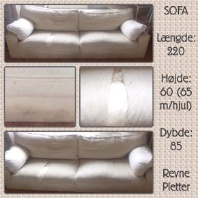 Revne i 1 siddepude, plet-rensning nok nødvendigt. Ellers, virkelig en kvalitets sofa!  Fx til sommerhus, man kan altid smide nyt betræk på/ nogle tæpper over.  Ben med hjul kan medfølge ;)  Bortgives gratis ved hastig afhentning, da vi får ny. Befinder sig på 1. sal men er ikke særlig tung ;)