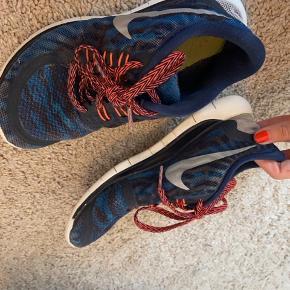 Gode Nike træningssko, lidt slidte dog stadig brugbare
