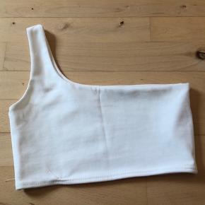 One shoulder fra REBELLIOUS- aldrig brugt, dog er syningen gået lidt op men det har ingen betydning.