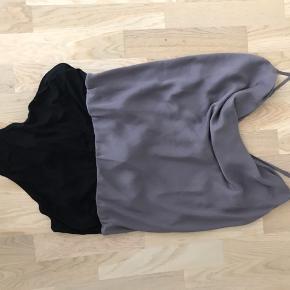 Bodystocking top med vandfaldseffekt. Brystmål: 110 cm