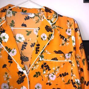 Super lækker sommerlig skjorte fra Envii.. Nypris: 400kr  Fra dyre- og røgfri hjem