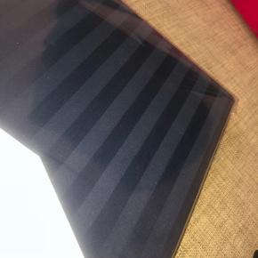 Cph Living sengesæt  Stribet mørkeblå  140x200