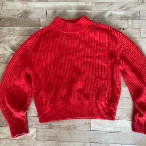 Fin strik trøje fra COS. Har været brugt, men er forsat i god stand.