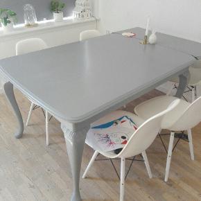 Super smukt bord med to plader til.