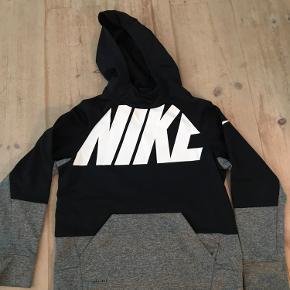 Super fed hoodie fra Nike  I fin stand. Ingen huller, pletter eller lign.