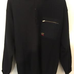 En lækker varm trøje fra Paul&Shark. Det er en xl, men passer som en large.