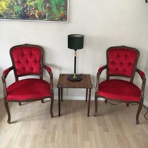 2 stk barok stole i rødt stof (ligner lidt velour, men er det ikke). Yderst velholdte.  Pris ialt for begge stole 600 kr.  Gamle stole Barok stol Rokoko stol