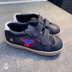 Helt nye sko fra VRS. Sælges da min søn ikke kan gå i dem.  Kun prøves