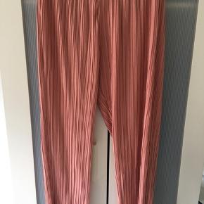 Plisserede bukser fra Pieces. Fast pris, bytter ikke og har ikke billede med dem på.