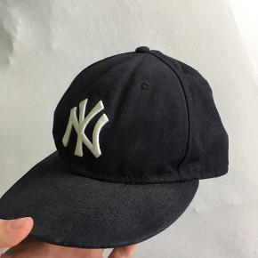 NY - New York Yankees cap. Strørrelse 7-3/8 eller 58,7 cm.