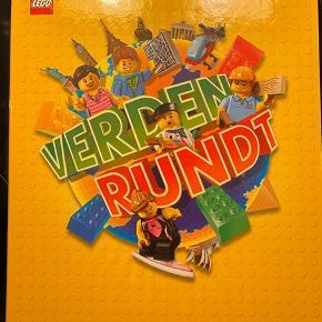Lego bog med samlemærker Verden Rundt  Den er ny, samt fyldt  Kan sendes med dao på købers regning