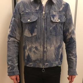 Super fed Soulland jakke, ca et år gammel men er ikke blevet brugt mere end nogle få gange! Nypris: 2200kr Kan sendes på købers regning.