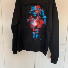 Sælger denne fede merch hoodie fra Champion. Der er billede af Gucci Mane på ryggen.   Har aldrig været prøvet på.