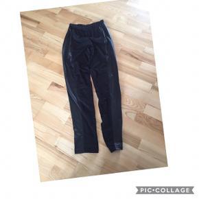 Bukser/leggins fra Zizzi str S, aldrig brugt. Pris 50 kr pp med dao