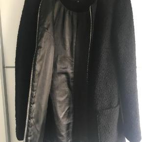 207da74791ba Varetype  uldfrakke Farve  Sort Oprindelig købspris  600 kr. Dejlig varm  New Look