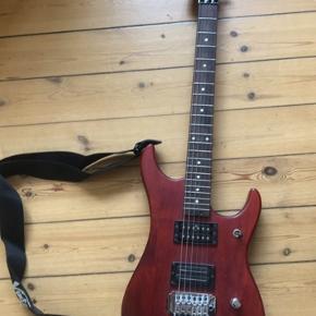 Sælger min washburn guitar, i rød mat træ:)  Den mangler whammy bar og har sprunget de to nederest strenge...Byd gerne!