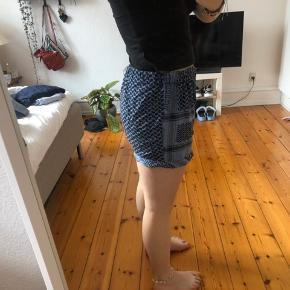 Sælger disse skønne shorts fra Cecilie Copenhagen. De er egentlig onesize, men jeg vil mene det kun indebærer xs-m.  Da de er fra en af hendes første kollektioner sidder der hverken brand- eller vaskemærke i :-)