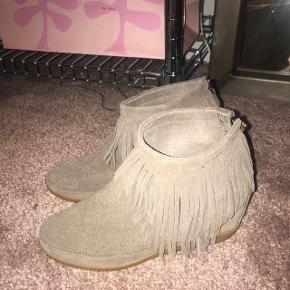 Sælger mine shoe the Bear skoDe er brugt få gange Str 37