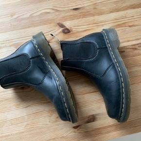 Vegan Chelsea boot