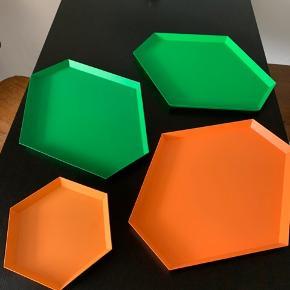 2 store grønne, 1 stor orange og en mellem orange. 200,- for dem alle sammen