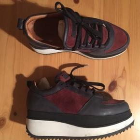 Super fine sneakers fra Ganni.  Str 38 og normale i str.   Mp 1000 pp og evt gebyr. Jeg bytter ikke