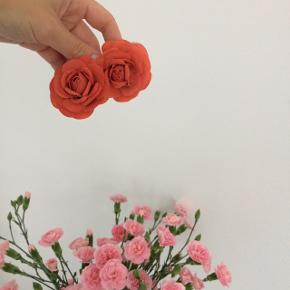 2 flotte blomster spænder. Ubrugte