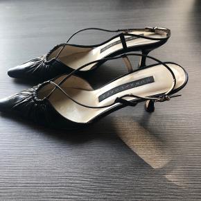 Fine kitten heels fra pura Lopez. De er pæne og velholdte og i den gode ende af gmb.