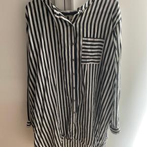 Rigtig fin oversize skjorte  Brugt men i ok stand