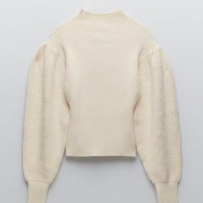Dejlig, blød sweater med pufærmer fra Zara. Brugt få gange. Aldrig vasket