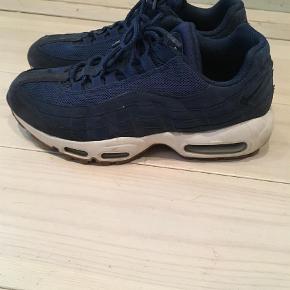 Varetype: Sneakers Farve: Blå Prisen angivet er inklusiv forsendelse.  Nike Air Max 95