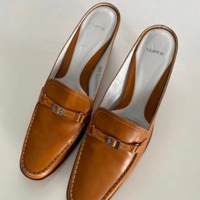 LLOYD heels