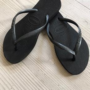 Skønne sandaler som passer tilbyder hele. Ikke brugt meget. Str. 33-34. Prisen er ekskl. Dao forsendelse